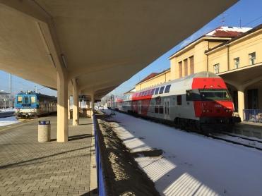 Recht der REX aus bzw. nach Wien Franz-Josefs-Bahnhof. Link der Zug nach Veselí nad Lužnicí.